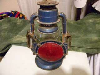 DEITZ  #30 LITTLE WIZARD KEROSENE LANTERN RED REFLECTOR ON FRONT http