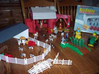 Ertl Farm Country BIG FARM BARN PLAYSET John Deere