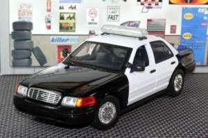 FORD CROWN VIC CALIFORNIA POLICE CAR CHP 1/18 BLK/WHT