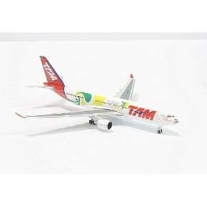 Herpa Tam A330 200 1/500 World Cup 2010: Toys & Games