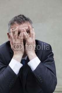 homme anxieux honteux visage caché mains © laurent hamels #26274742