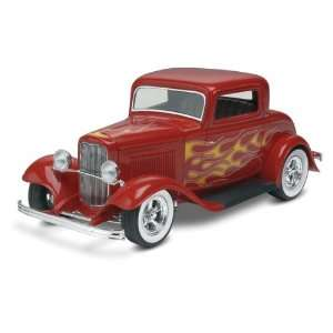Revell Monogram 32 Ford 3 Window Street Rod Toys & Games